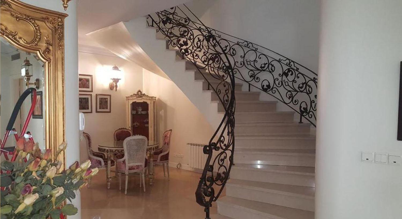 Rent Villa in darrous